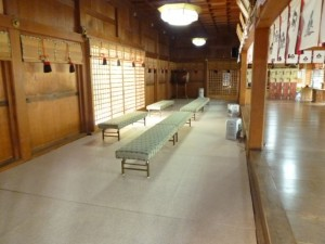 秋冬モードの拝殿