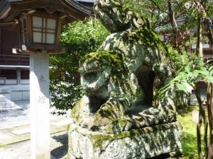拝殿前の狛犬