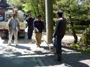 金石町壮年会による杭掃除