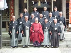 平成25年例祭二日祭に参列した総代および宮司