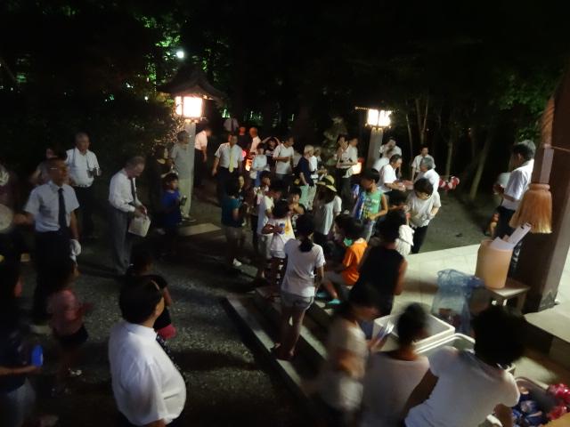 神遷しに集まる子供たち